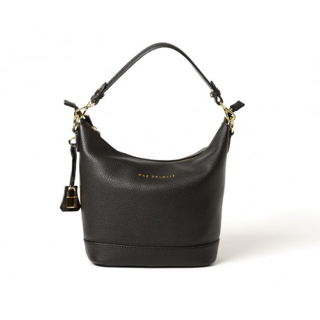 Naeva Romy, sac porté épaule noir